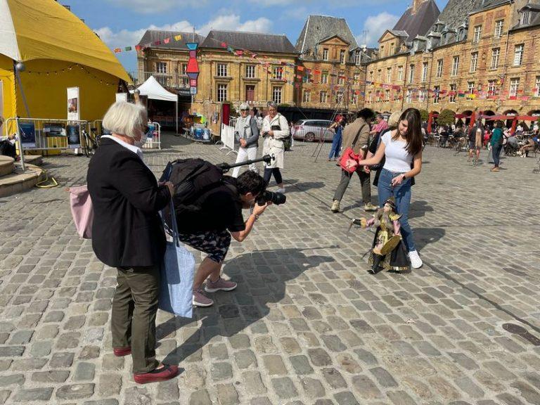 Alessandra Mauceri  giovanissima pupara siracusana incanta la Francia