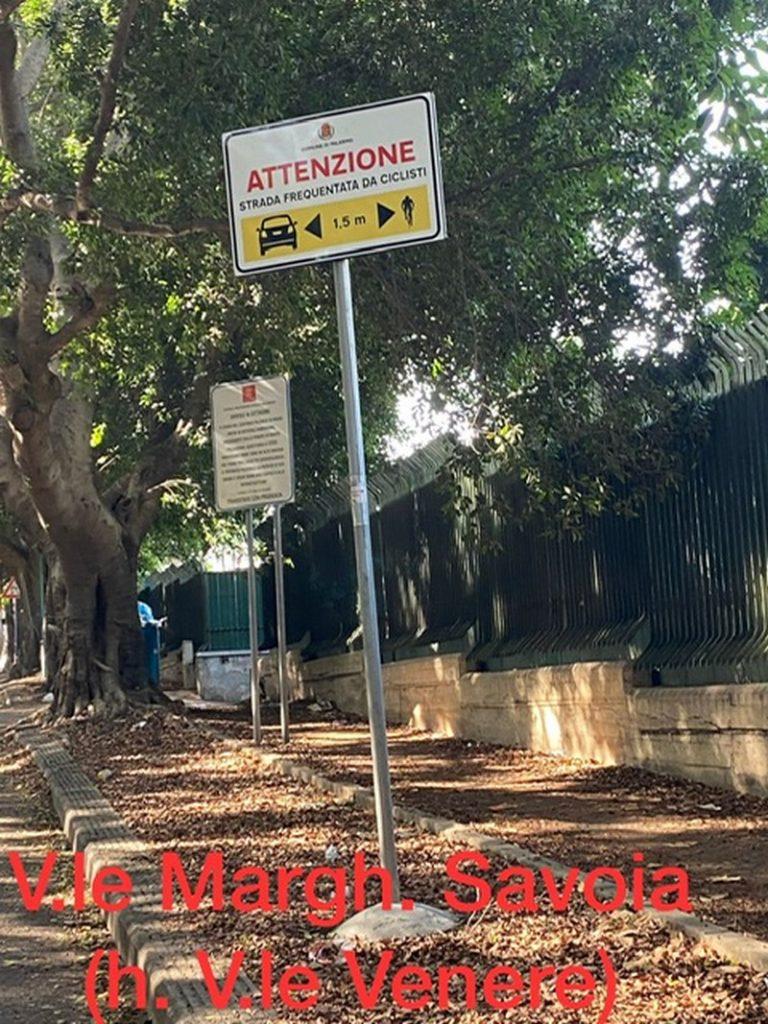 Apposta segnaletica verticale a protezione dei ciclisti