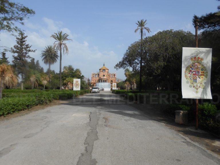 Viale Ferdinandeo, piazza Carlo III e Giardini Regina Maria Carolina. Tre targhe per ricordare i Sovrani di Sicilia