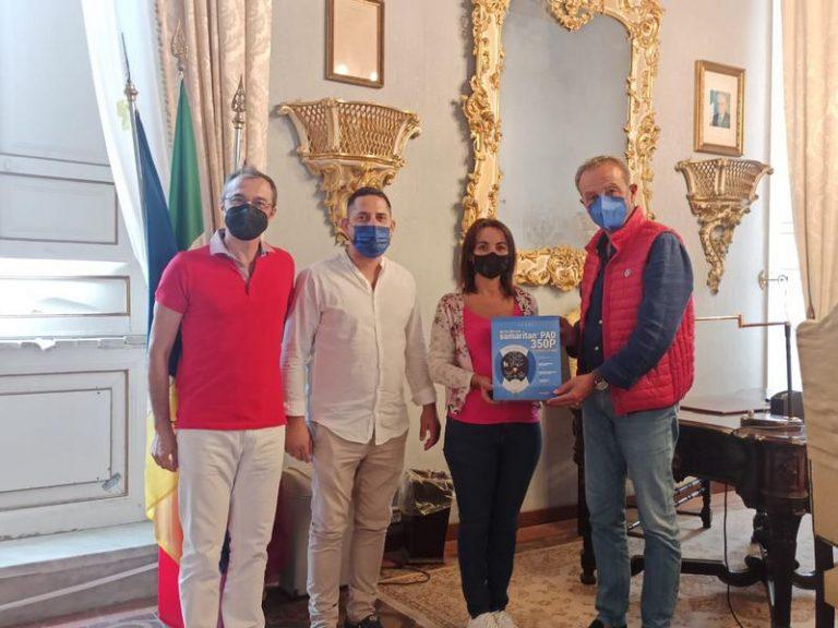 ANCoS e Confartigianato donano un defibrillatore al Comune di Trapani