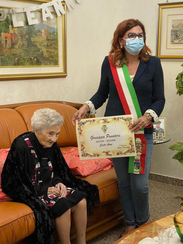 Compie cento anni la signora Giuseppa Pusateri