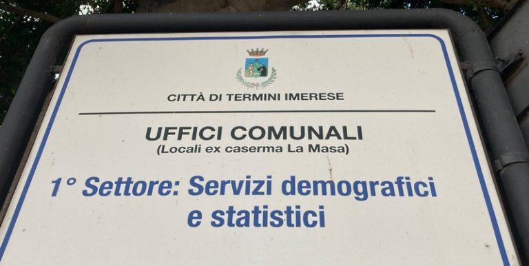 """Presso gli uffici Comunali: la raccolta firma per il referendum """"No Green Pass"""""""